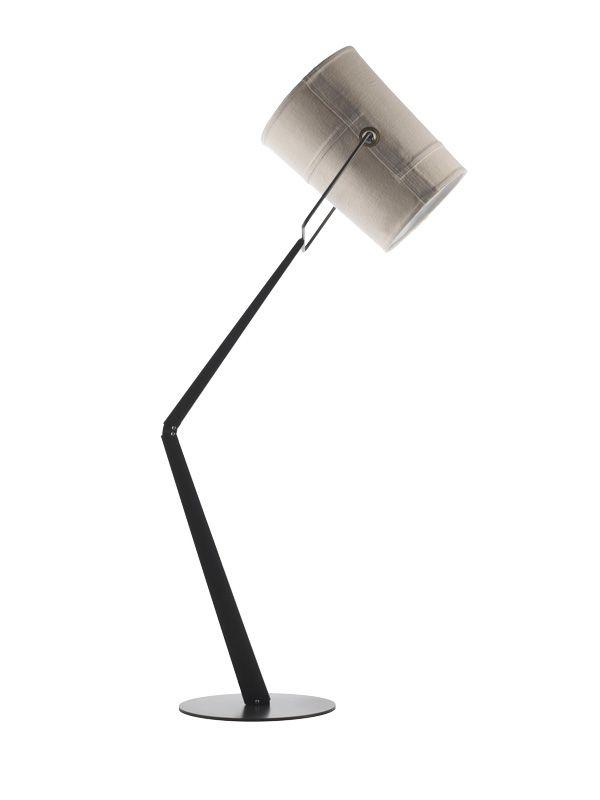 Het Italiaanse Diesel deed met zijn  Successful Living-collectie een  slimme zet door samen te werken met Italiaanse hotshots op interieur- gebied, zoals de verlichtings-goeroe Foscarini. Deze Forklamp is geïnspireerd op casual fashion en heeft dezelfde stiksels als de jeans. € 570,- www.diesel.com