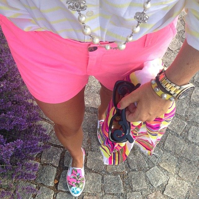 Today's yellow and pink @gap @lindexofficial @chanel @balenciaga #ootd #fashion #instafashion #gap #topshop @topshop #prada #rolex #hotpink #yellowbalenciaga #stripes #multicolors #colorful #legs #chic #chicmagazine #blog