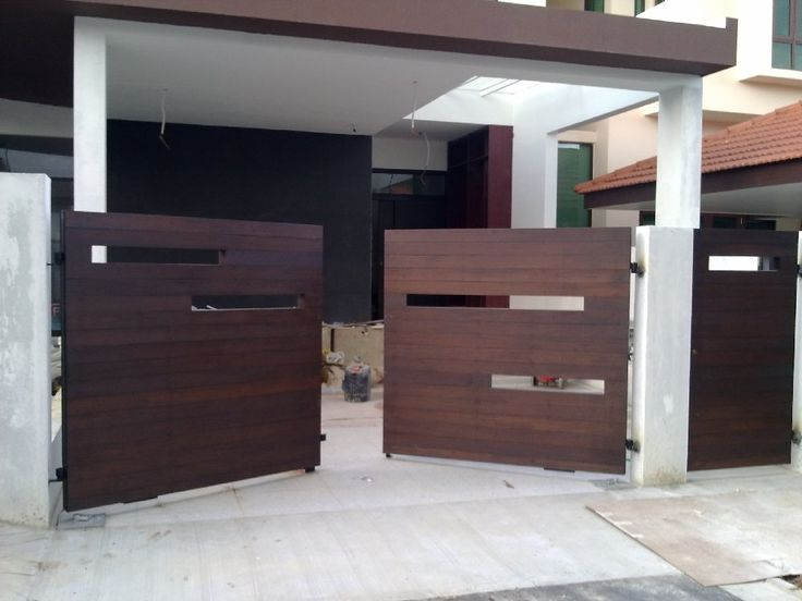 Modern wooden gate designs for homes fachadas e port es for Modern house gate