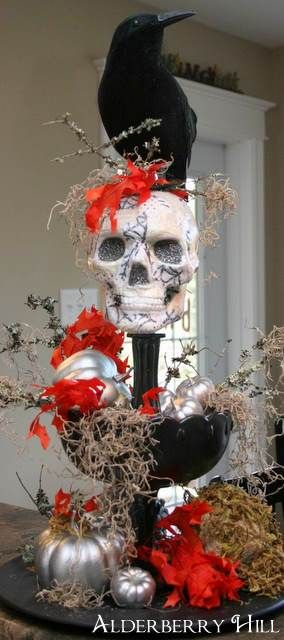 Skull and Crow CenterpieceI I like this one!: Halloween Display, Halloween Idea, Halloween Decoration, Tables Centerpieces, Halloween Table, Halloween Centerpieces, Halloween Diy'S, Crows Centerpieces, Ghoulish Centerpieces