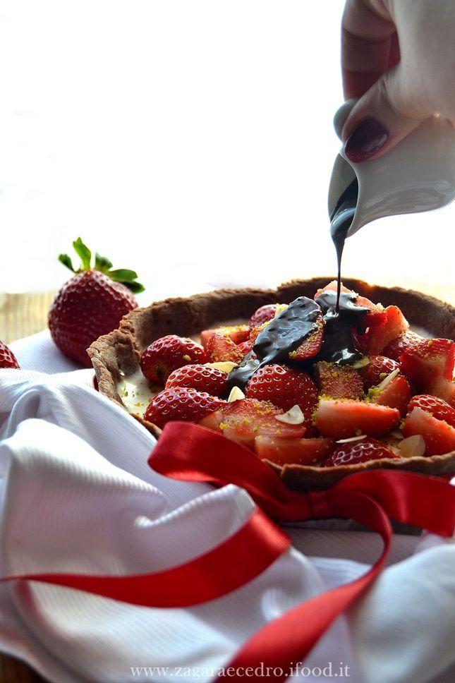 Crostata al cacao con Panna cotta e Fragole http://www.zagaraecedro.ifood.it/…/crostata-al-cacao-con-pa…