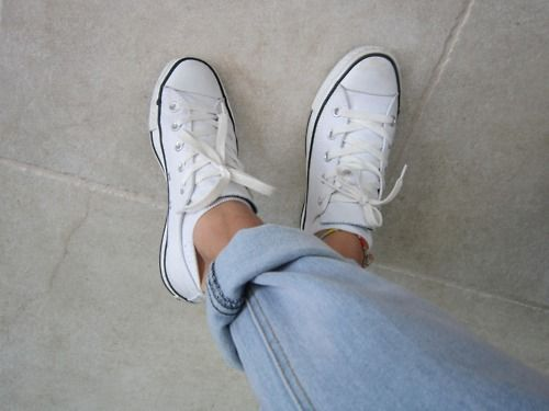 ConverseWhite Convers, Fashion, Comfy Shoes, Style, Wedding Shoes, Dreams Wedding, Bangs Bangs, Boyfriends Jeans, White Chuck