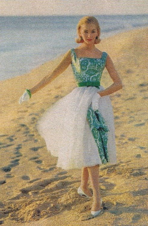 Summer dress fashion on the beach, 1958.