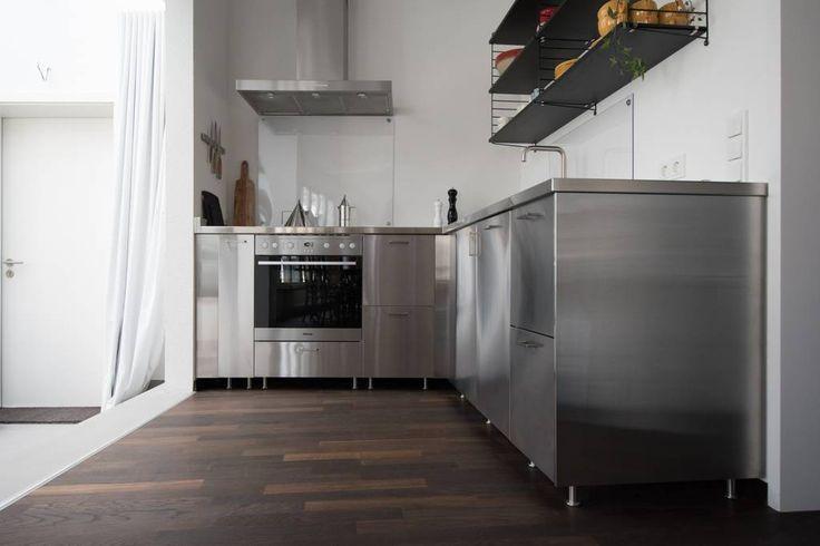 The kitchen is perfectly equipped - Rostfri diskbänk i vinkel med IKEA Metod Grevsta hos en av våra kunder