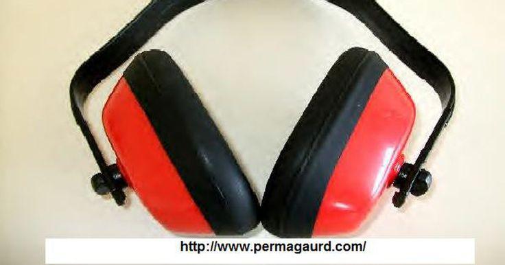 Cómo prevenir daños en el oído causados por sonidos fuertes. Los sonidos de cualquier tipo pueden causar daños permanentes en los oídos si son muy fuertes. Ya sea música o ruido de artillería, cualquiera que esté arriba de los 85 decibeles (dB) destruirá las delicadas estructuras del oído y causará la pérdida de la audición. El daño puede ocurrir de manera instantánea o por varias horas de exposición sin ...