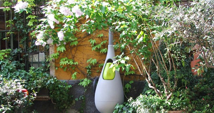 Raindrop (Bas van der Veer, 2009): a rain barrel that makes saving water really easy by providing a watering can that fills up automatically when it rains. This way, the user doesn´t have to fill the can with our precious tap water, but uses ´free´ rainwater instead.