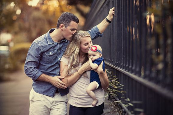 Top 10 Tips for Family Photo Poses | PictureCorrect