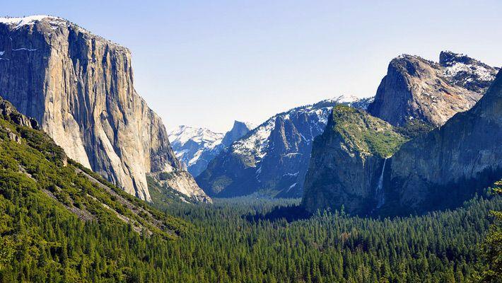 Canyon in Yosemite (SUA)  20 de poze deosebite cu canioane, adevarate sculpturi ale naturii - galerie foto.  Vezi mai multe poze pe www.ghiduri-turistice.info  Sursa : www.wikimedia.org
