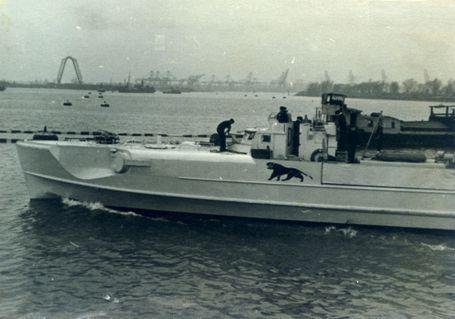"""Letztes Auslaufen """"S 63"""" Rotterdam - Foto: Sammlung A. Hullmann / Die Schnellboot-Seite - S-Boote - Kriegsmarine - Kanal 1943"""