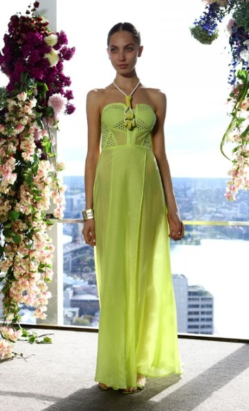 Love this bright strapless dress for summer