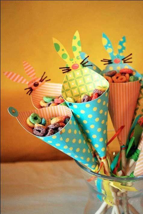 Une idée originale à faire soi-même pour les petits et les grands : des cornets pour présenter les œufs de Pâques #chocola #corner #gourmandise #decopaques  #easterdiy #easterDIY #Paques #paquesbricolage #tabledefete #decodetable #diypaques #œuf #œufdepaques