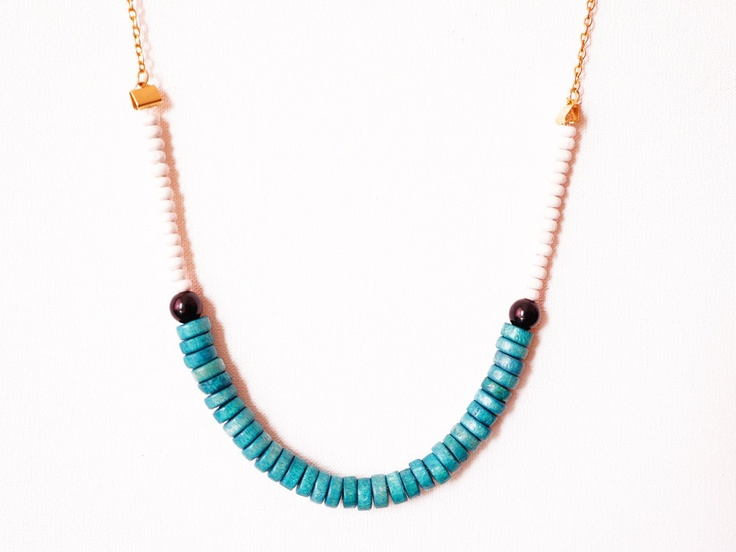 Quaosia // Handmade Necklace via Etsy.