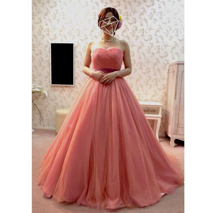 3回目のドレスの試着へ💓 今日はカラードレスメインで♩ . 前回希望を出していたオレンジ系のドレス☺️ オレンジとピンクの中間くらいの色でとっても素敵なドレスでした💓💓 このドレスはアプリコットっていう色みたいです(*^o^*) 名前もすごくかわいい! ピンクは着たくなかったけど、これなら私の肌の色とも合うし、挙式は秋だから季節感も出せるのでこのドレスに決定しました☺️💓 . タキシードも決まったので、次は小物合わせです👰🏼💓💓 #プレ花嫁#イノセントリー #イノセントリー大宮 #ウェディングドレス#カラードレス#サーモンピンクドレス #アプリコット色#オレンジドレス#ウェディング#wedding#2016秋婚 #プレママ#妊婦#妊娠4ヶ月