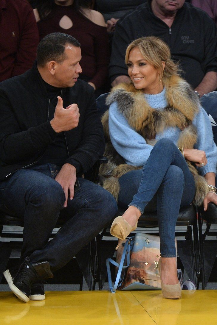 Only Jennifer Lopez Could Look This Glamorous Sitting Courtside At A Basketball Game Basketball Game Outfit Gameday Outfit Gaming Clothes