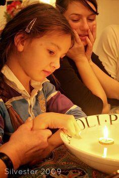 Silvesterbrauch, Silvester feiern mit Kindern, Orakel, Neujahrswunsch