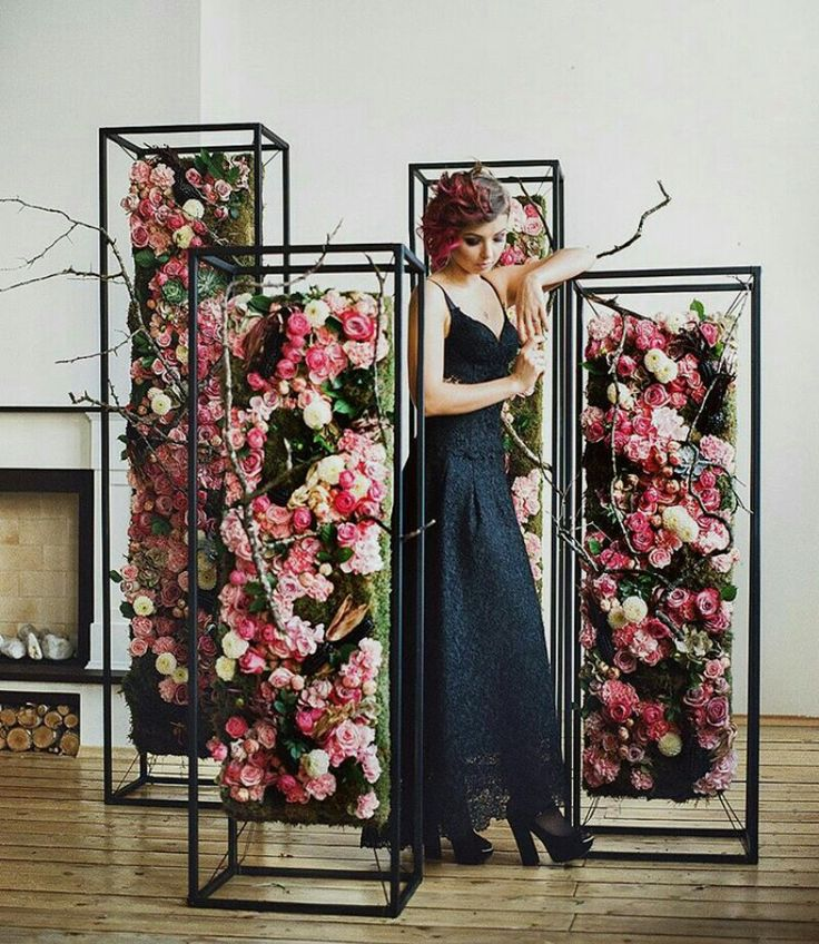 Floral displays to provide color an ambiance for event or display product above the pedestals #EventMates