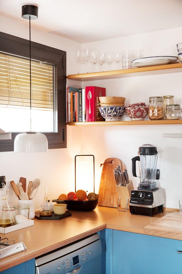 The Socialite Family | Dans la cuisine d'Andrea Conti. #family #famille #barcelone #barcelona #studioconticert #andreaconti #kitchen #cuisine #dishes #vaisselle #tableware #artdelatble #plants #plantes #light #interiordesign #designlovers #homestyle #homedecoration #spanishdesign #blue #bleu #inspiration #idea #home #thesocialitefamily