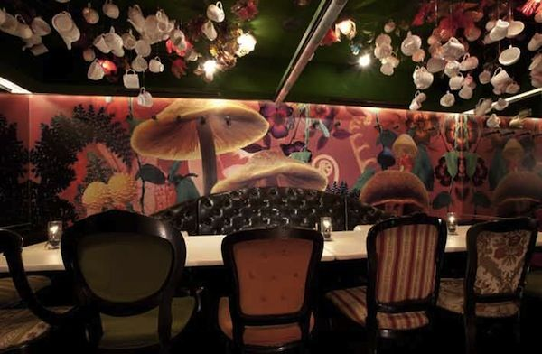 In Japan, 'Alice In Wonderland'-Themed Restaurants - DesignTAXI.com