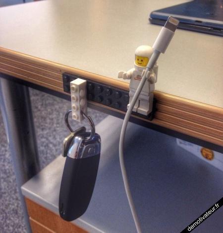 Demotivateur.fr | LEGO porte-clés et câbles