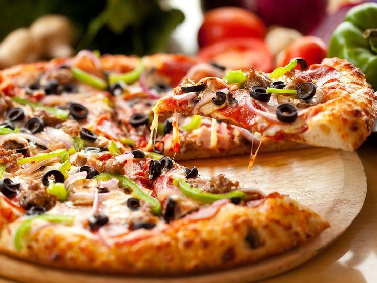 Non rinuncerei mai alla...pizza! Mangiare una buona pizza in compagnia, una splendida occasione per ritrovarsi e trascorrere una piacevole serata con gusto!