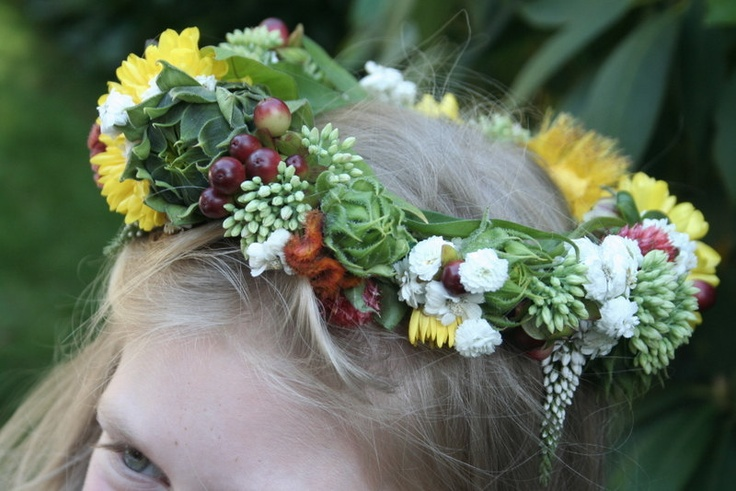The flower crown that Devlin made for Teenie!: Flowers Head Wreaths, Flowers Girls Crowns, Crowns Flowers, Girls Generation, Flowers Crowns, Crowns Floral, Bridal Parties, Floral Inspiration, Floral Hair
