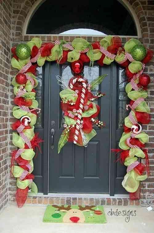 décoration de Noël extérieure en rubans et boules                                                                                                                                                                                 Plus