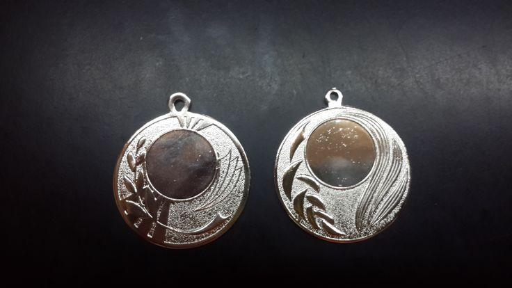 Medallas comunión y ángel en plata brillante (subcampeón)