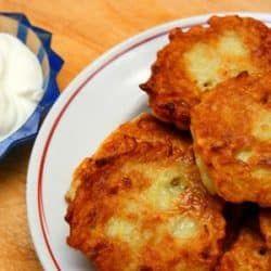 Torta de Limón y Yogurt es una receta sencilla de preparar para compartir en la hora de la merienda la podemos decorar con un poco de azúcar glas espolvore
