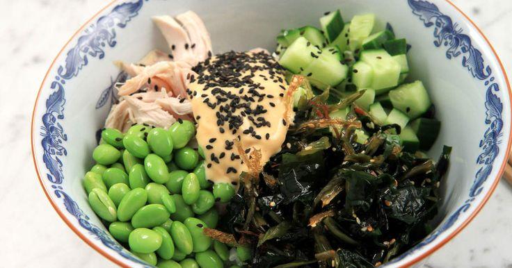 Häng med i bowl-trenden! Jennie visar hur du enkelt gör en snabb kycklingbowl med japanska smaker.