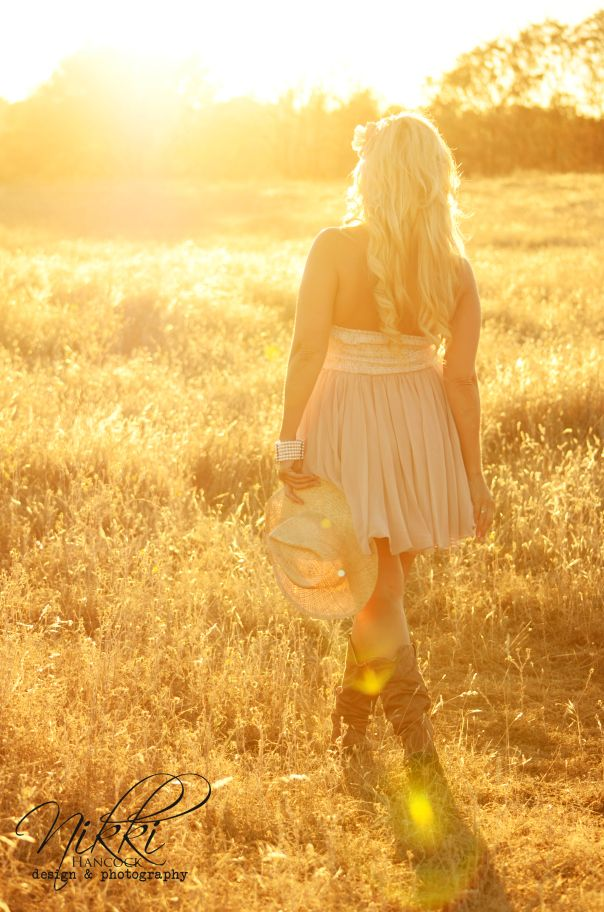 Golden hour shooting perfect hour magic hour bright sun big open golden field country girl photos photography pictures