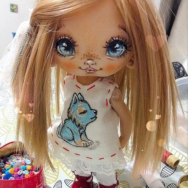 Детка одевается)У нее будет образ,которого еще не было у моих Сладулек)))Угадайте кем она будет?(Кому сказала-те молчите) #Сладулькиотириски  #авторскаякукла  #кукларучнойработы