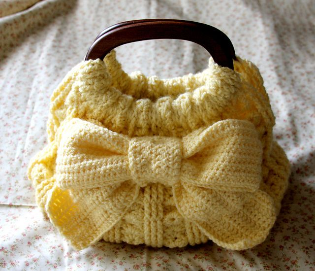 Ribbon Accent Crochet Bag - Free PDF Pattern by Pierrot, Some please make this for me. I don't know how to do cool things like this.