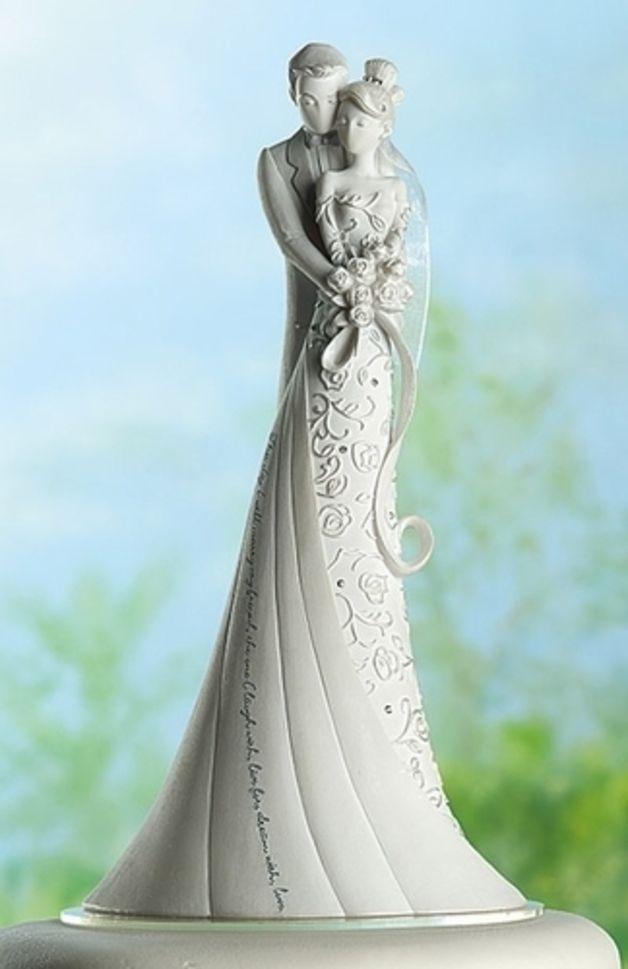 Ein Traum von einer Tortenfigur -Designer-Stück-  Wunderschöne Tortenfigur  Höhe  22,5 cm  Material: Harz und Stein Mix. Verziert mit Strass und einem Tüllschleier  Zitat auf dem Brautkleid: This...