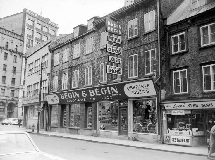 La rue Saint-Paul, en 1965. Notez le commerce Bégin & Bégin, qui affiche la présence d'articles de 5-10-15. Le concept «bon marché» avait révolutionné le commerce au détail, à partir des années 20 et 30.