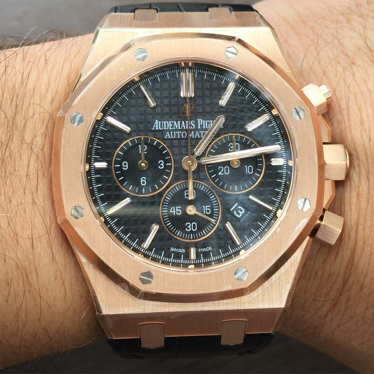 We are committed to bring the best to our clients. On the picture one of the most desirables luxury timepieces out there AP Royal Oak Rose Gold on strap. Contact us before is too late.    www.thetimeshoppers.com  #thetimeshoppers  #AudemarsPiguet  #audemars #royaloak #rosegold #rangerover #watchporn #wristporn #lovewatches #watchoftheday #watch #miamibeach #westpalmbeach #ftlauderdale #womw #wruw #limited #luxury #style #stylish #stars #⌚️ #gold #watchesofinstagram  #mensfashion #beautiful…
