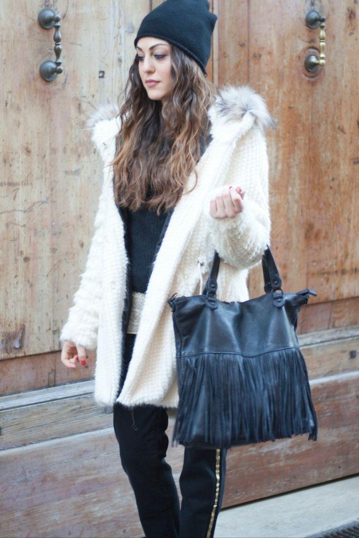 Troppo bello il parka bianco con cappuccio: per proteggersi dal freddo non c'è niente di più caldo e morbido!  #sales #outfit #dress #clothes #girly #fashion #style #model #laltrastoria #madeinitaly #rimini #senigallia #fano #fallwinter2016-17