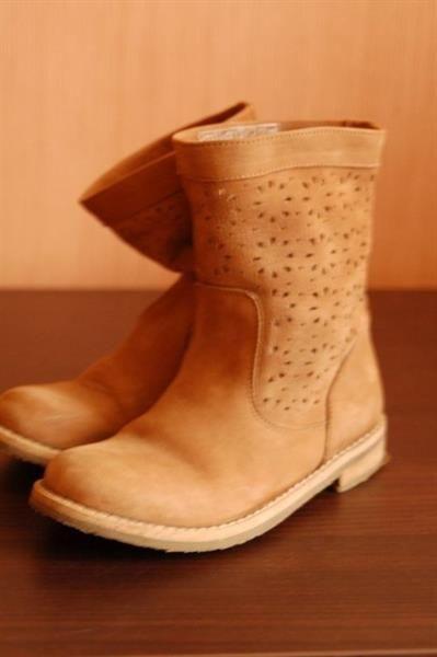 Лакированные белые ботинки зара