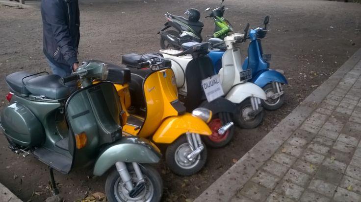 Vespa Scooters (handgeschakeld en 125 CC)