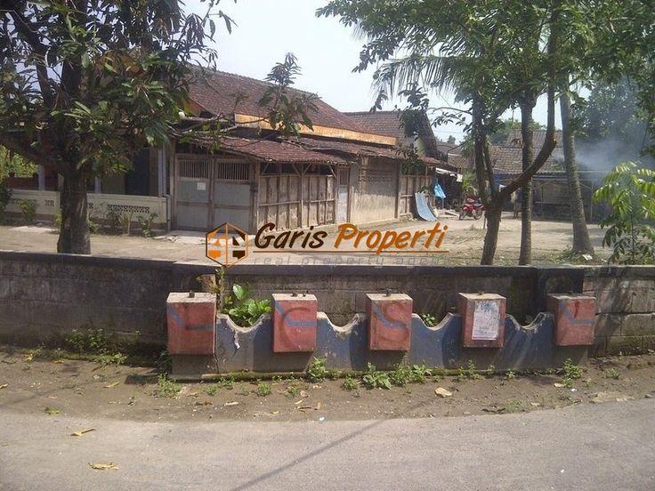 Tanah Dijual Jogja Barat Di Jalan Wates Dalam Ringroad  Luas Tanah :1650m2  Lebar Depan : 25 m  HARGA : Rp. 1.750.000 /m2