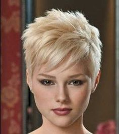 Love the well-defined layering here./// Short Messy Rebellious Blonde Hair