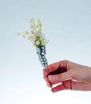 Boutonnière (fiore all'occhiello) Gary realizzata con #bocciolidibouvardia  #gipsofila #piattinadialluminio #silver #boutonniere #fioreallocchiello #sposo #testimoni #matrimonio #wedding #fioriartificiali #naturaltouch #floraldesign  #lafleuriste #lafleuristechic