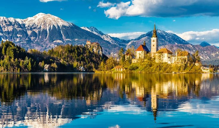 Atop a small island in the middle of Lake Bled, the Baroque Church of the Assumption can be reached by traditional Slovenian pletna boat © ZM Photo / Shutterstock