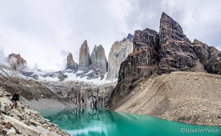 Uzun zamandır yazı yayınlayamamıştık.  Şubat/Mart aylarındaki Patagonya maceramız kaldığı yerden devam ediyor. Patagonya Arjantin ve Şili'nin güneyinde kalan bölgeye verilen isim. Bundan önce hep Arjantin patagonyasından bahsetmiştik. Yeni yazımız Şili patagonyası. Fotoğraf ise buranın en güzel manzaralarından birisi Torres del Paine. Yazının linki profilde. #puertonatales #torresdelpaine #patagonya #patagonia #Şili #Chile