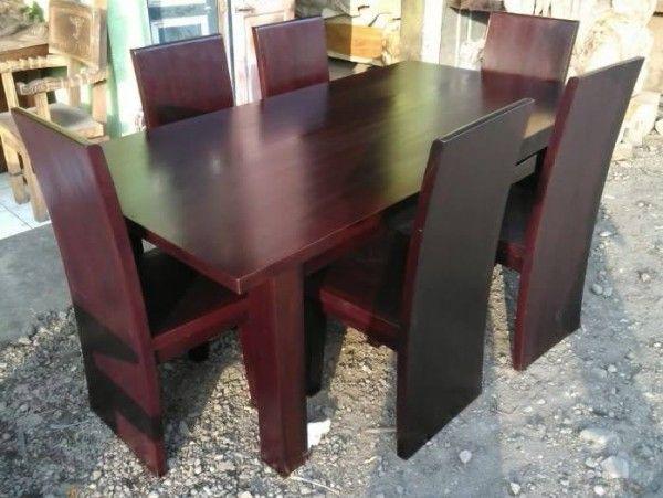 Kode Barang : JA-UM0011e Nama Barang : Set Meja Makan Kursi Blok 2    Set Meja Makan Kursi Blok produk dari Jaya Antika, terbuat dari kayu pilihan yang dikerjakan oleh tukang kayu yang sangat profesional dalam pembuatan set meja makan.Set Meja