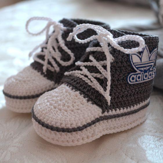 Converse Patik Yapılışı ,  #converseörgü #conversepatik #crochet #freecrochetpattern #örgüpatik #patikmodelleri #patikörnekleri #patikörülüşü #tığişi , Tığ işi kolay örgü converse patik yapılışı. Yaz bitecek ve kış tekrar gelecek. Güzel yavrularımızın ayakları üşümesin. Onların aya...