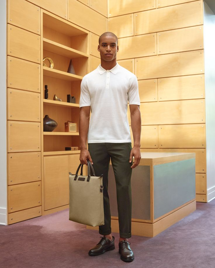 The Loreto Polo shirt, The Ohare Tote in Sand/Mahogany and the Montoro derby shoe