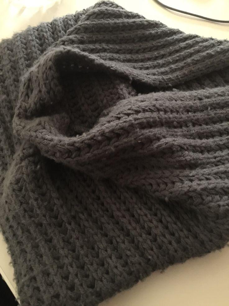 Sciarpa scalda collo di lana grigio Ottimo prodotto di qualità, lana molto calda   http://t.nembol.com/p/VkaIpcpkW Happily published via Nembol