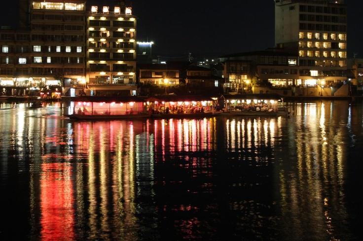三隈川と屋形船  Mikuma river and houseboat
