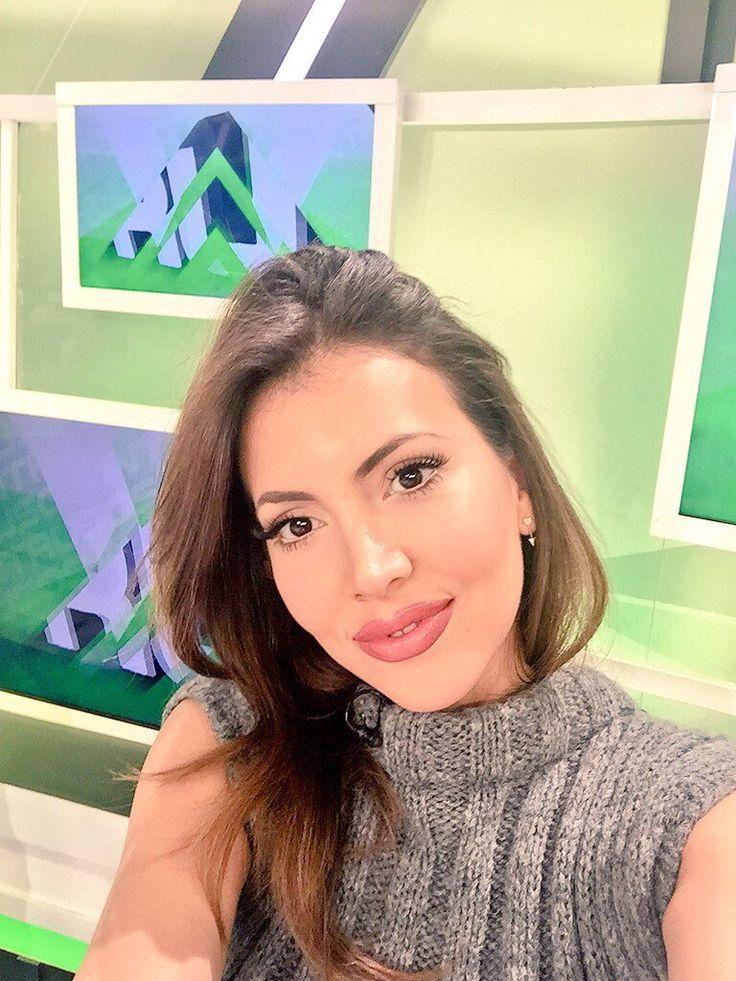 Quiero       Saludos panelista      top    mediodía      te       vez      muy     bonita         hoy       Gracias        a    ti      reir       mucho       verte      me   alegra       hablamos     más      tarde      por      whassapp