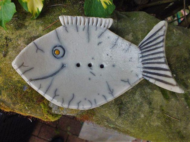 ...eine witzige und pratische Seifenschale...Raku-gebrannt...in klassischem schwarz-weiß 17cm lang, 10cm breit